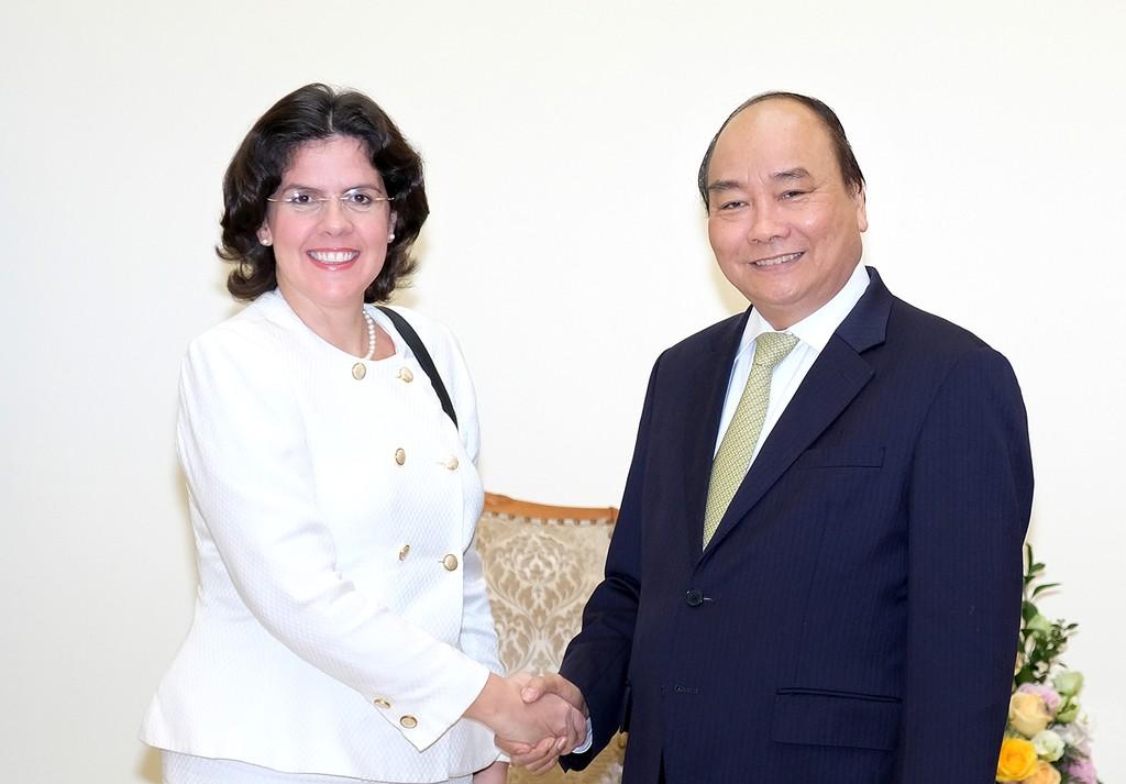 Thủ tướng Nguyễn Xuân Phúc tiếp Đại sứ Cuba Lianys Torres Rivera. Ảnh: VGP