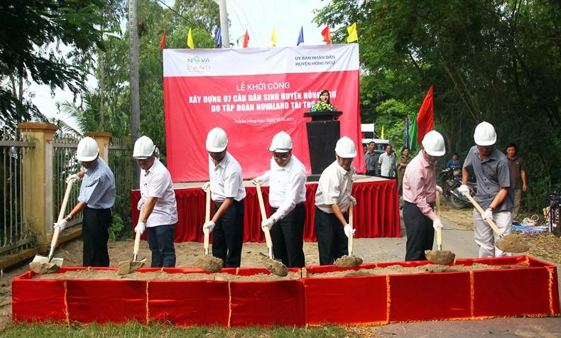 Lễ khởi công xây dựng 07 cầu dân sinh  tại huyện Hồng Ngự, tỉnh Đồng Tháp ngày 28/10/2017.