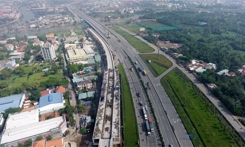 Cơn sốt đất tại TP HCM đã khiến cho bảng giá đất do thành phố ban hành trở nên lạc hậu so với giá giao dịch trên thị trường.