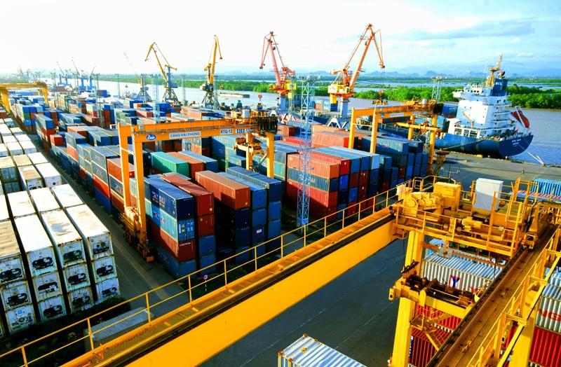 Chính phủ quyết tâm cải thiện môi trường kinh doanh, tạo thuận lợi nhất cho doanh nghiệp. Ảnh: Cảng Hải Phòng