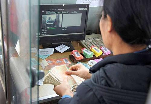 Tài xế trả tiền xu, nhân viên trạm BOT Cầu Rác từ chối bán vé - ảnh 1