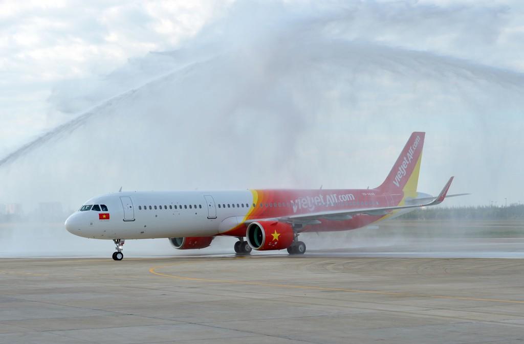 Tàu A321neo đầu tiên của Đông Nam Á về tới sân bay Tân Sơn Nhất, nâng tổng số tàu Vietjet nhận trong năm 2017 lên 17.