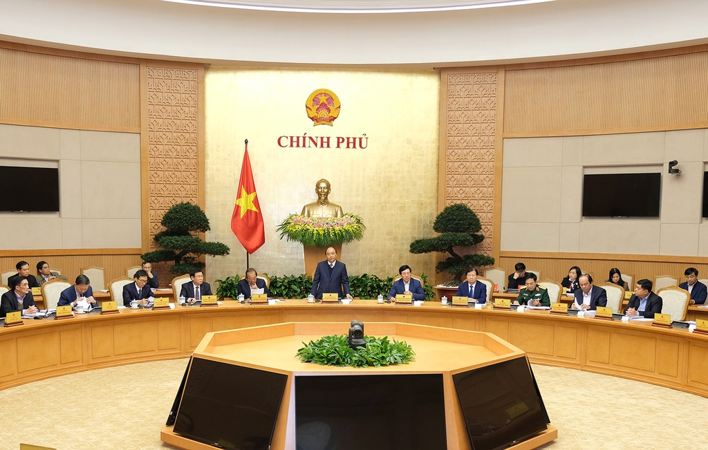 Thủ tướng Nguyễn Xuân Phúc chủ trì phiên họp Chính phủ thường kỳ tháng 12/2017. - Ảnh: VGP