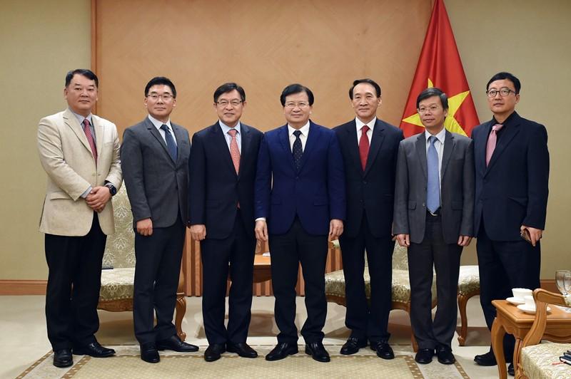 Chính phủ mong muốn Samsung tiếp tục mở rộng sản xuất tại Việt Nam - ảnh 1