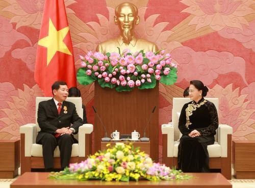 Chủ tịch Quốc hội Nguyễn Thị Kim Ngân tiếp Chánh án Tòa án nhân dân tối cao Lào đang thăm và làm việc tại Việt Nam. Ảnh: TTXVN