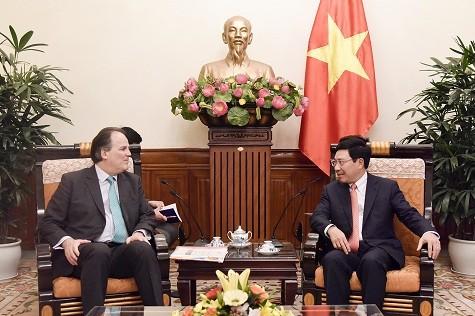 Phó Thủ tướng Phạm Bình Minh tiếp Quốc vụ khanh Bộ Ngoại giao Anh Mark Field