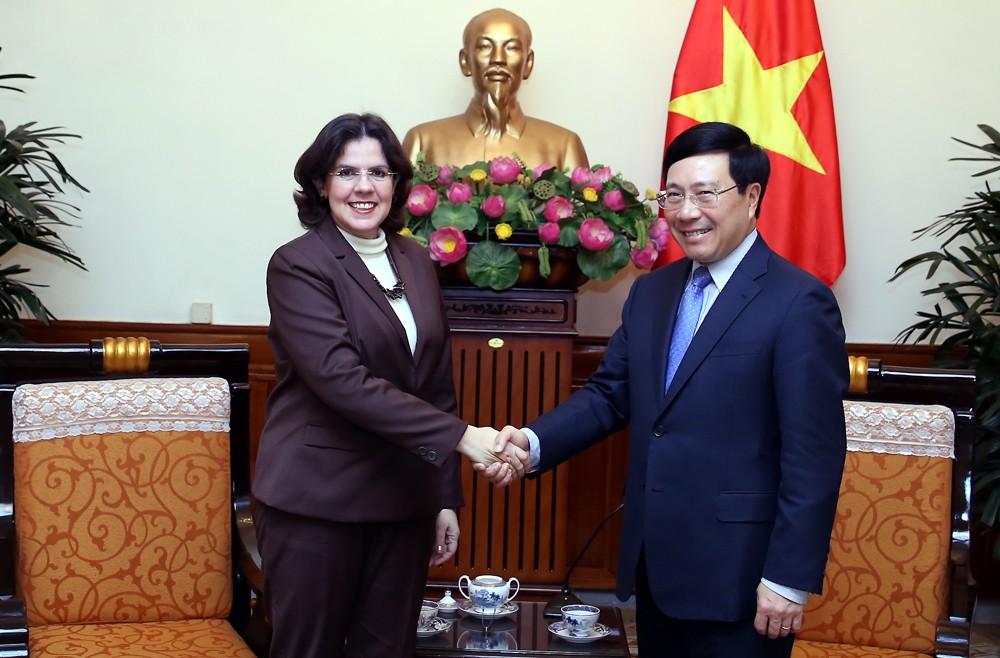 Phó Thủ tướng Phạm Bình Minh tiếp Đại sứ Cuba, bà Lianys Torres Rivera. Ảnh: VGP