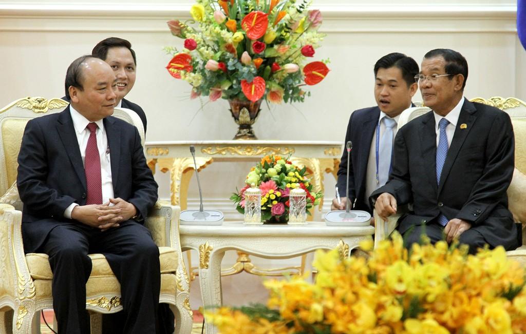 Thủ tướng Nguyễn Xuân Phúc và Thủ tướng Campuchia Samdech Techo Hun Sen trong buổi làm việc. Ảnh: VGP