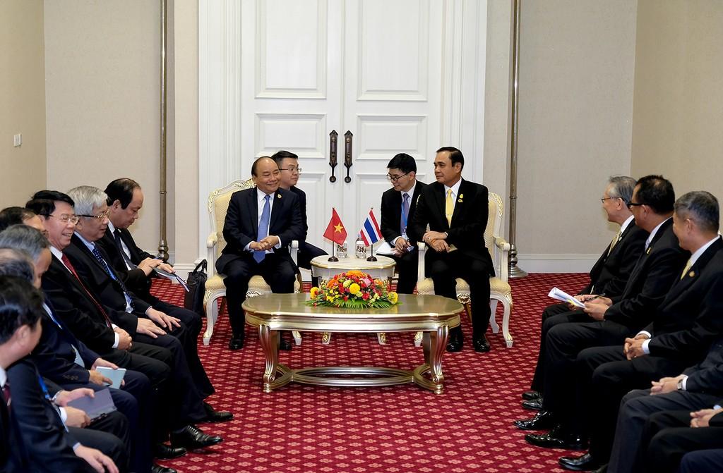 Toàn cảnh cuộc gặp giữa Thủ tướng Nguyễn Xuân Phúc và Thủ tướng Thái Lan Prayuth Chan-ocha. Ảnh: VGP