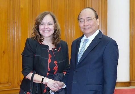 Thủ tướng Nguyễn Xuân Phúc và bà Hilarie Bass, Chủ tịch Hội Luật sư Hoa Kỳ. Ảnh: VGP