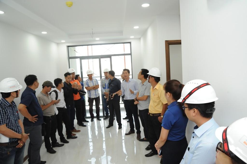 Him Lam Land tổ chức cho khách hàng tham quan căn hộ hoàn thiện tại Him Lam Phú An