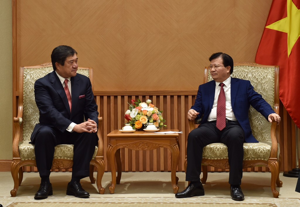 Phó Thủ tướng Trịnh Đình Dũng tiếp ông Tasuo Yasunaga, Chủ tịch kiêm Tổng Giám đốc điều hành cấp cao của Tập đoàn Mitsui. Ảnh: VGP