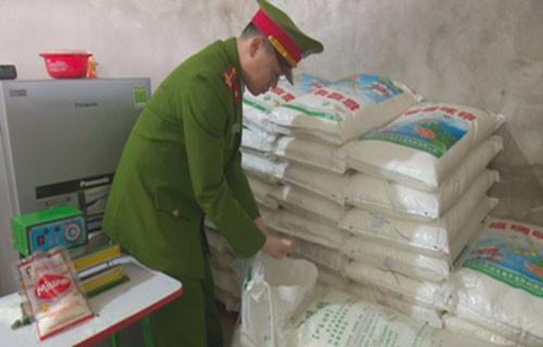 Đường dây sản xuất mì chính giả lớn nhất Hà Tĩnh bị triệt phá - ảnh 1