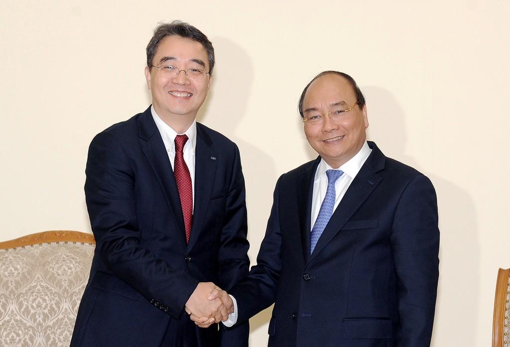 Thủ tướng Nguyễn Xuân Phúc tiếp ông Park Hoong Ook, Tổng Giám đốc Công ty Doosan Vina. Ảnh: VGP
