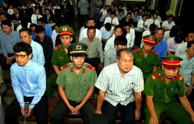 Bị cáo Phạm Công Danh cùng đồng Phạm.