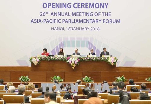 Trong ảnh: Chủ tịch nước Trần Đại Quang (giữa); Chủ tịch Quốc hội Nguyễn Thị Kim Ngân, Chủ tịch APPF 26 (thứ hai từ phải sang) và các đại biểu chủ trì phiên khai mạc APPF 26. Ảnh: TTXVN