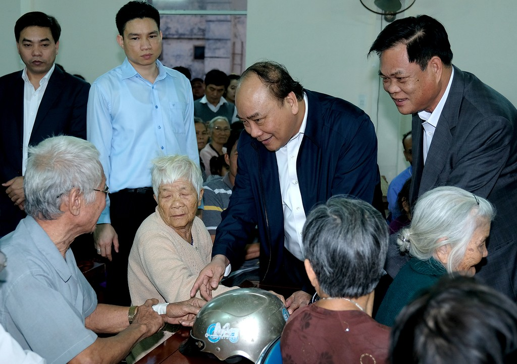 Thủ tướng tặng quà Tết cho bà con nghèo vùng bị thiên tai tỉnh Phú Yên - ảnh 1