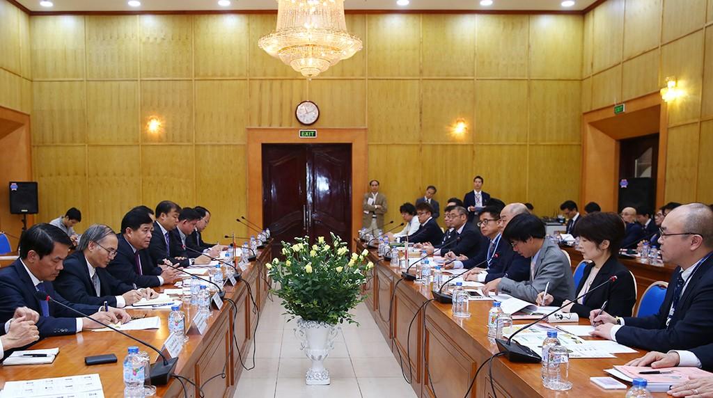 Bộ trưởng Bộ KH&ĐT Nguyễn Chí Dũng tiếp xã giao Phó Chủ tịch thường trực JETRO Yasuzuka Irino cùng đoàn 40 DN Nhật Bản. Ảnh: Lê Tiên