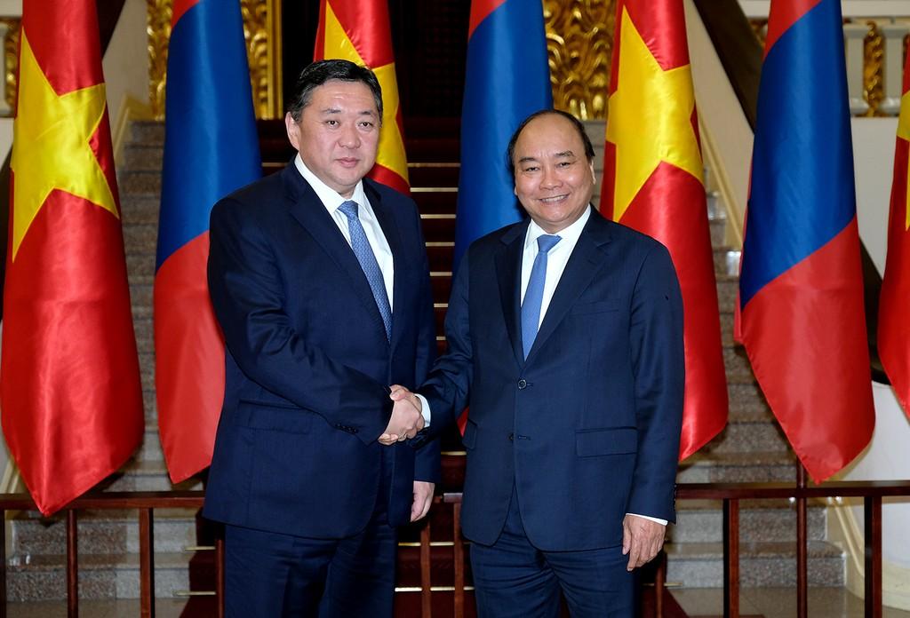 Thủ tướng Nguyễn Xuân Phúc và Chủ tịch Quốc hội Mông Cổ Miyegombo Enkhbold - Ảnh: VGP