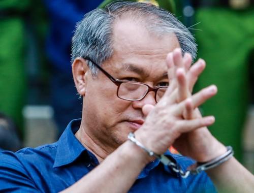Ông Phạm Công Danh sau phiên xử chiều ngày 22/1.