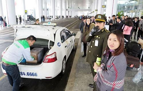 Đơn vị quản lý cảng hàng không đồng ý dừng thu phí phương tiện đưa đón sân bay nếu cơ quan có thẩm quyền quyết định. Ảnh minh họa