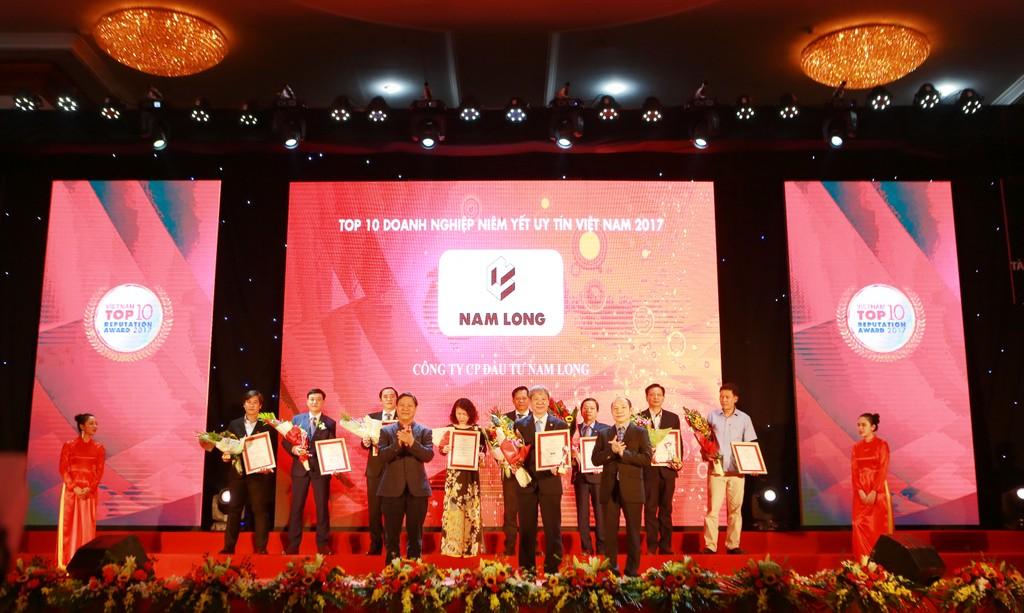 """Nam Long lọt vào """"Top 10 Công ty niêm yết Uy tín"""" và """"Top 500 doanh nghiệp lớn nhất Việt Nam"""" năm 2017"""