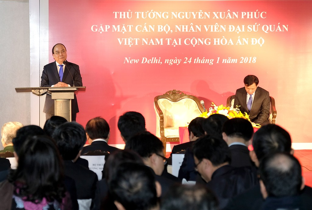 Thủ tướng thăm, trò chuyện với bà con kiều bào Việt Nam tại Ấn Độ - ảnh 1