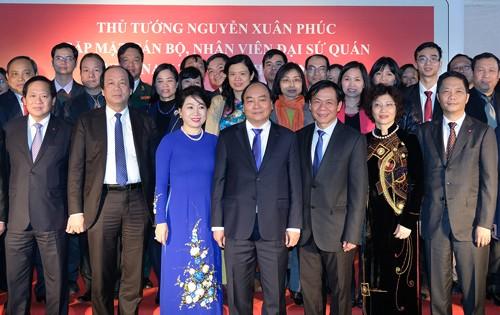 Thủ tướng thăm, trò chuyện với bà con kiều bào Việt Nam tại Ấn Độ - ảnh 2