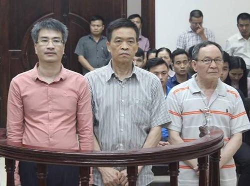 Giang Kim Đạt, Trần Văn Liêm, Trần Văn Khương (từ trái qua) tại phiên tòa phúc thẩm.