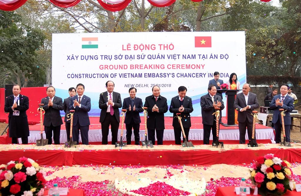 Thủ tướng Nguyễn Xuân Phúc và Đoàn Cấp cao Việt Nam dự lễ động thổ xây dựng trụ sở Đại sứ quán Việt Nam tại Ấn Độ. Ảnh: VGP