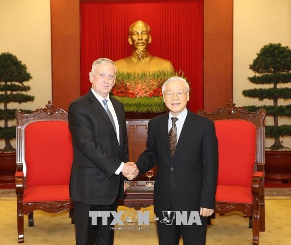 Tổng Bí thư Nguyễn Phú Trọng tiếp Bộ trưởng Quốc phòng Hoa Kỳ. Ảnh: TTXVN