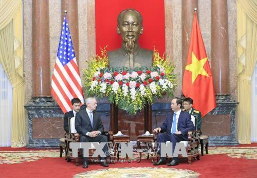 Chủ tịch nước Trần Đại Quang tiếp Bộ trưởng Bộ Quốc phòng Hoa Kỳ. Ảnh: TTXVN