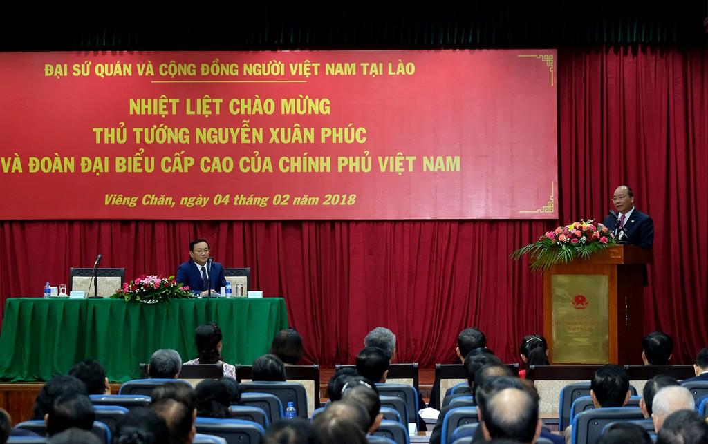 Hai Thủ tướng chúc Tết cộng đồng người Việt tại Lào - ảnh 2