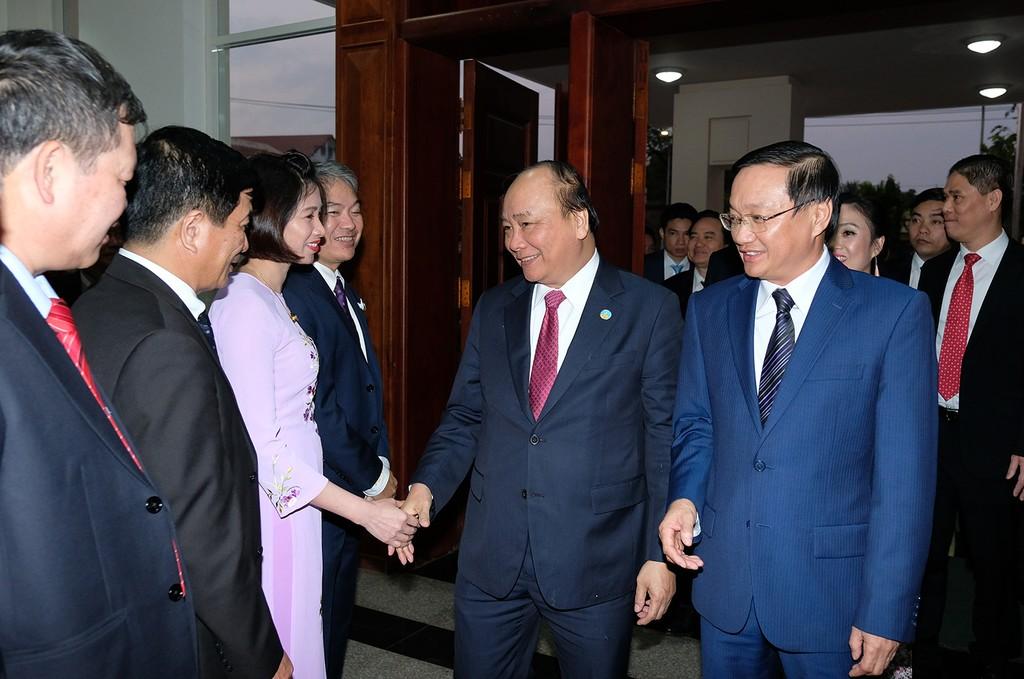 Hai Thủ tướng chúc Tết cộng đồng người Việt tại Lào - ảnh 3