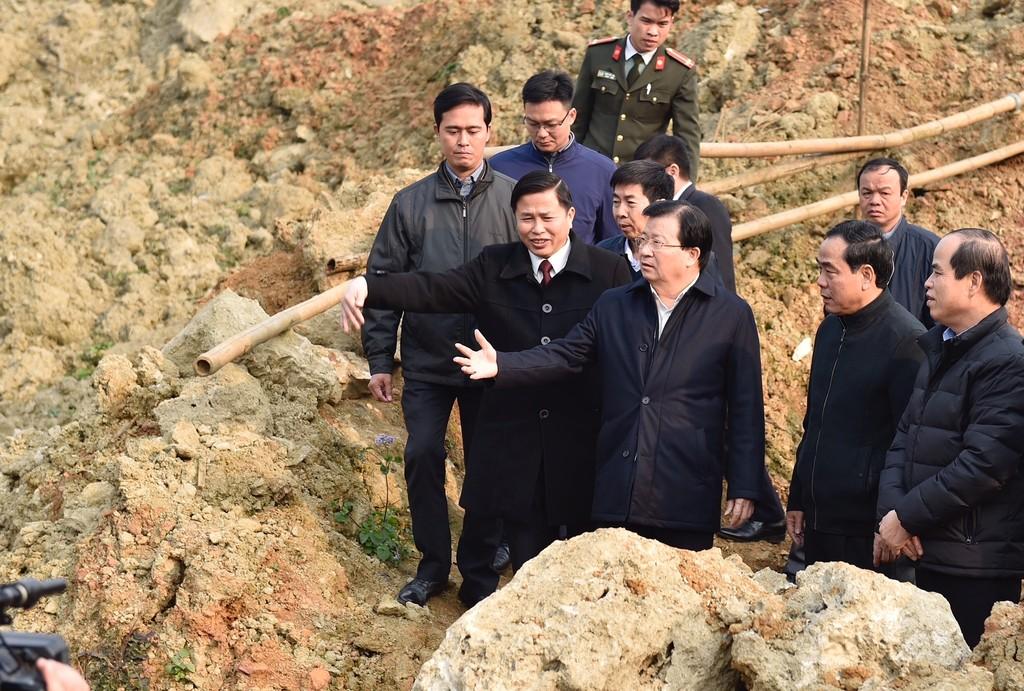 Phó Thủ tướng trở lại thăm người dân vùng bị sạt lở đất huyện Tân Lạc, Hòa Bình - ảnh 1