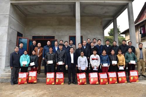 Phó Thủ tướng trở lại thăm người dân vùng bị sạt lở đất huyện Tân Lạc, Hòa Bình - ảnh 4