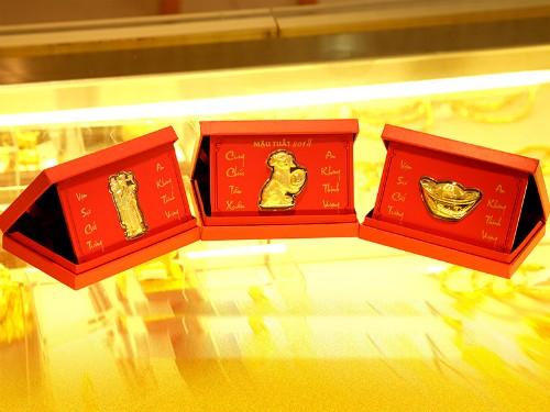 Lì xì đồng vàng được ưa chuộng dịp Tết - ảnh 2