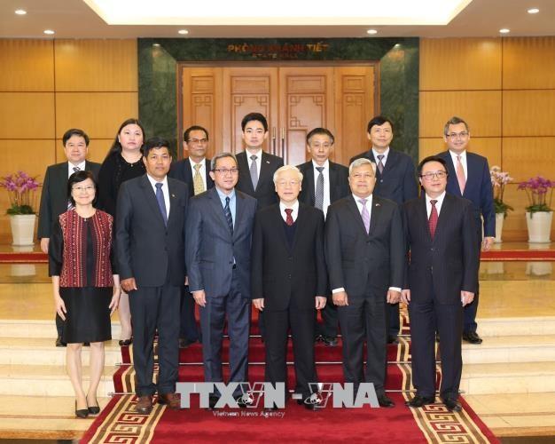 Tổng Bí thư cùng Trưởng các cơ quan đại diện ngoại giao 9 nước ASEAN. Ảnh: TTXVN