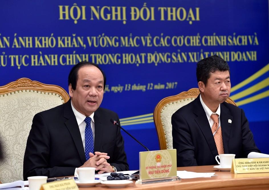 Bộ trưởng, Chủ nhiệm VPCP Mai Tiến Dũng trong một cuộc đối thoại với doanh nghiệp. - Ảnh: VGP