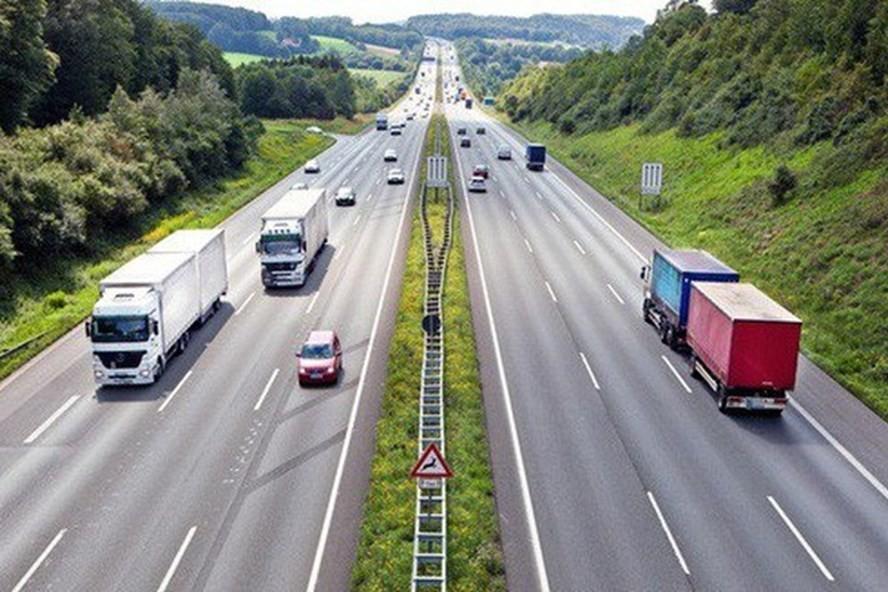 Phối cảnh dự án cao tốc Vân Đồn- Móng Cái với 4 làn xe đạt tốc độ 100 km/h.