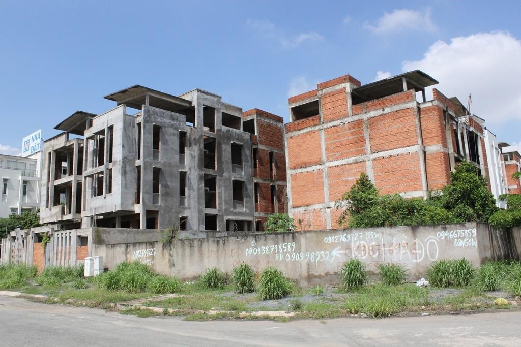 TP.HCM: Hoang tàn những dự án biệt thự hàng chục tỷ đồng - ảnh 6