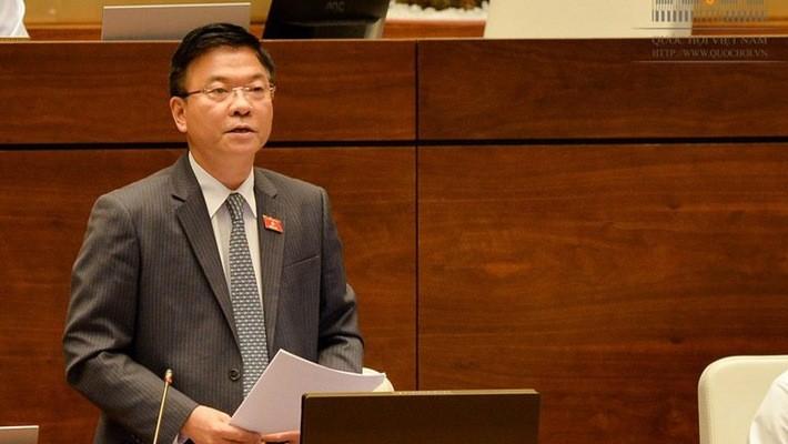 Bộ trưởng Bộ Tư pháp Lê Thành Long được chọn là một trong hai thành viên Chính phủ trả lời chất vấn tại phiên họp tháng 3/2018 của Uỷ ban Thường vụ Quốc hội.