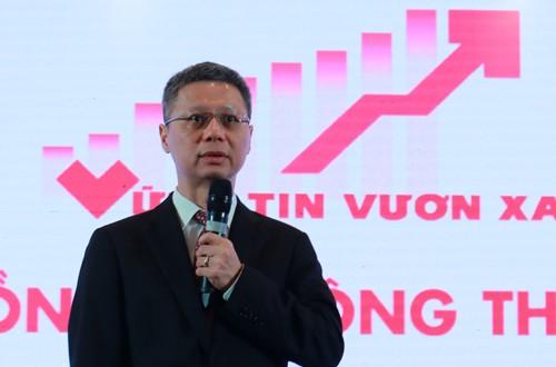 Tổng giám đốc Techcombank Nguyễn Lê Quốc Anh chia sẻ kế hoạch phát triển tại ĐHCĐ 2018. Ảnh: TCB.