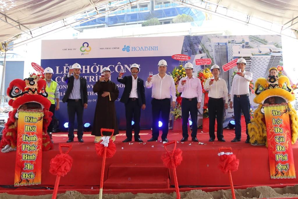 Công ty CP Tập đoàn Xây dựng Hòa Bình vừa khởi công gói thầu dự án Condotel Wyndham Soleil Đà Nẵng.