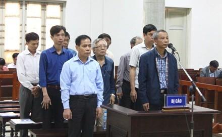 Nguyên Phó Chủ tịch UBND TP Hà Nội - ông Phí Thái Bình vắng mặt vì lí do sức khoẻ.