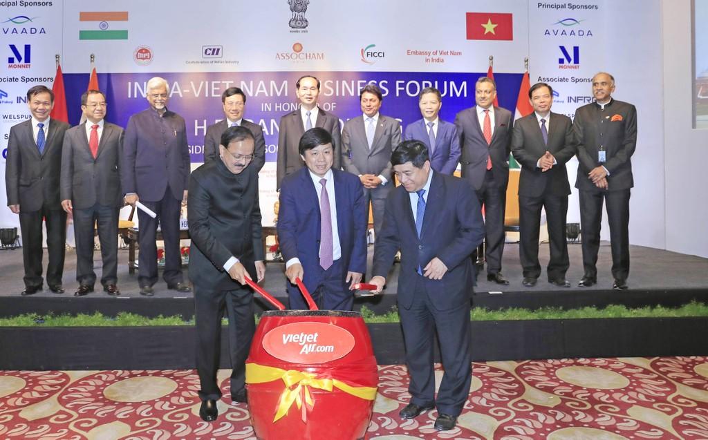 Lãnh đạo Việt Nam và Ấn Độ chứng kiến nghi thức đánh trống Công bố đường bay thẳng Việt Nam – Ấn Độ