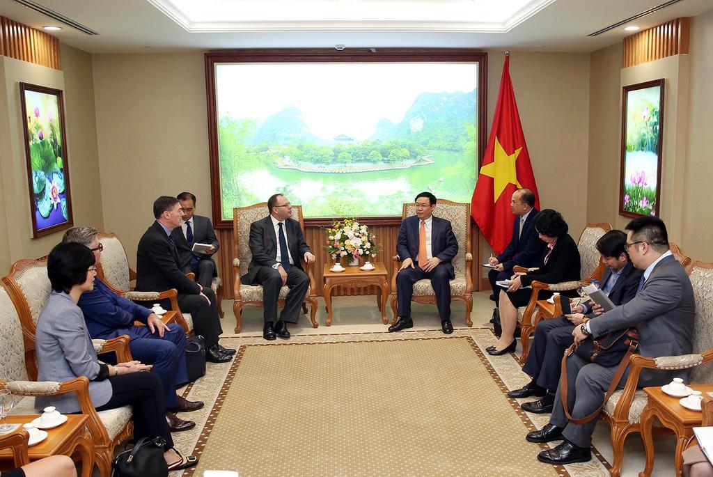 Phó Thủ tướng Vương Đình Huệ tiếp các lãnh đạo Ngân hàng, Tài chính quốc tế - ảnh 1