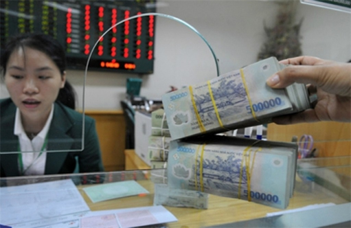 Ngân hàng tăng lãi suất tiền gửi. Ảnh: PV.