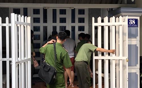 Nhóm nghi phạm gắn thiết bị đọc trộm thông tin tại trụ ATM - ảnh 3