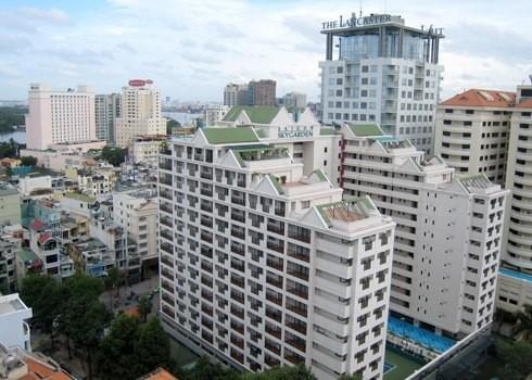 Thị trường căn hộ dịch vụ cho thuê cao cấp tại TP HCM được dự báo có thể bước vào giai đoạn điều chỉnh giá do vấp phải sự cạnh tranh của sản phẩm mới là căn hộ văn phòng officetel.
